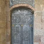 photo of decorated metal door to Beit El synagogue in Jerusalem