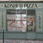 photo of a kosher pizza shop in Paris